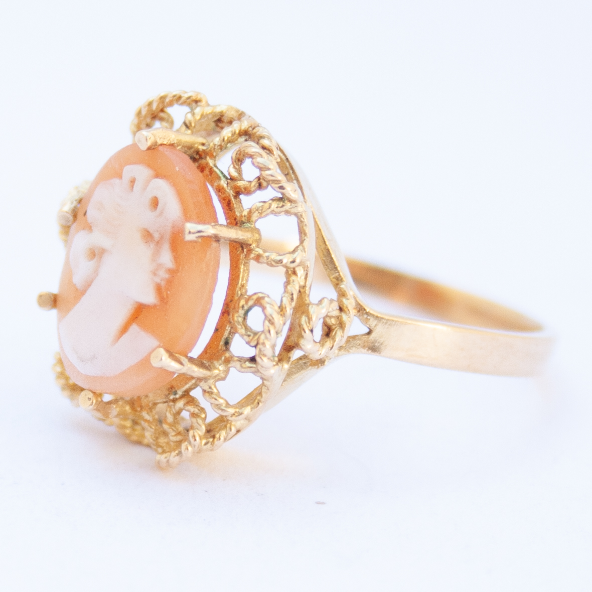 18K Gold 1960's Vintage Shell Cameo Ring